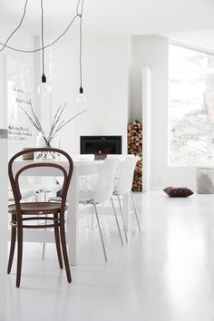 my scandinavian home: The serene home of a Norwegian photographer Dining Room Inspiration, Home Decor Inspiration, Norwegian House, Turbulence Deco, Dining Room Design, Dining Rooms, White Rooms, Scandinavian Home, Home And Deco