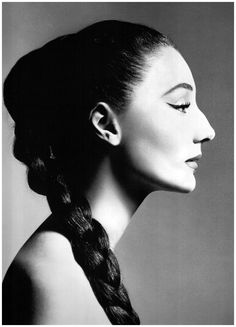 Richard Avedon: Vicomtesse Jacqueline de Ribes in New York, December 1955. The Vicomtess was discovered by Diana Vreeland while having lunch with Charles de Beistegui.