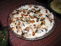 فتة المكدوس السورية Turkish Recipes, Ethnic Recipes, Arabic Recipes, Arabian Food, Egyptian Food, Middle Eastern Recipes, Sweet And Salty, Oatmeal, Food And Drink