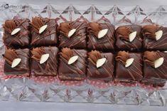Mini amandine Dessert Bars, Mini Cakes, Stuffed Mushrooms, Crochet Patterns, Food And Drink, Candy, Baking, Caramel, Sweet