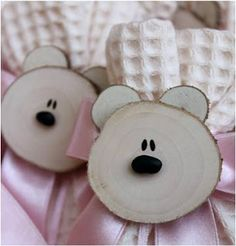 Holzbären wooden art and craft - Wood Crafts Wood Slice Crafts, Wooden Crafts, Driftwood Crafts, Wooden Diy, Cute Crafts, Diy And Crafts, Crafts For Kids, Quick Crafts, Holiday Crafts