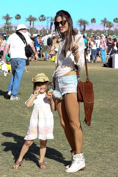 Coachella 2013, Alessandra and her daughter to cute!