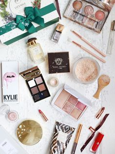 Gift Guide: Beauty. http://www.katelavie.com/2016/11/gift-guide-beauty-2.html