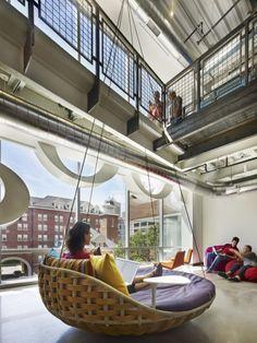 미국 매사추세스주에 있는 구글 보스턴 지사 사무실 인테리어입니다. 사무실이라기 보다 아주 잘꾸며진 어...
