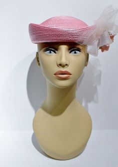 Sometimes even a NYC girl just needs to be a girl and wear some pink! This sweet pillbox hat form the 1950's will fill that desire and more! It's so cute and stylish!