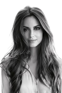 Natural makeup with striking brows.