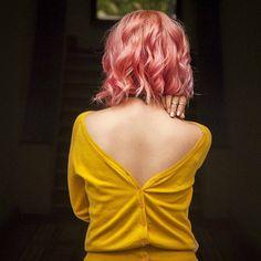 Lo divertido de hacer las cosas diferente a los demás 💁✨✨. Pronto en el blog... ¿Usamos el suéter al revés? 😎😏💛✨💫👅 #pinkhairdontcare #rosegoldhair #vsco #vscocam #blogitmx #bloggermexicana #bloggerlatina #streetstyleblogger #huntgrammexico #wiw