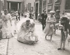Twelve previously unseen photographs of the royal wedding of Prince Charles and Lady Diana Spencer are due to go on sale at auction. Taken 34 years ago, the candid shots were captured at the wedding Prince Charles Wedding, Charles And Diana Wedding, Princess Diana And Charles, Princess Diana Wedding, Real Princess, Princess Diana Family, Elizabeth Ii, Wedding Scene, Wedding Day