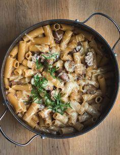 Cremige One Pot Pa sta mit Pilzen und karamellisierten Zwiebeln