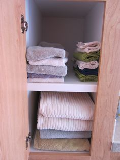 Day 13: After - middle shelf. Refolded some of the towels and washcloths, removed some items that did not belong. @Becky_ Organizing Made Fun™ #spontaneousorganizing