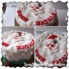 Torta per Natale Pan di Spagna, con doppia farcitura di ganache al cioccolato bianco e pesche sciroppate