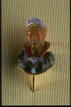 Epingle de cravate [Buste de femme Renaissance] | Centre de documentation des musées - Les Arts Décoratifs