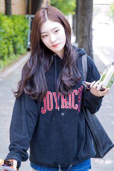 170424 불후의 명곡 출근길 3pic  They say love is blind, Oh baby I so blind  #정채연 #채연 #Chaeyeon @dia_official Kpop Girl Groups, Kpop Girls, Korean Girl Groups, Cute Asian Girls, Cute Girls, Korean Beauty, Asian Beauty, Jung Chaeyeon, Girl Outfits