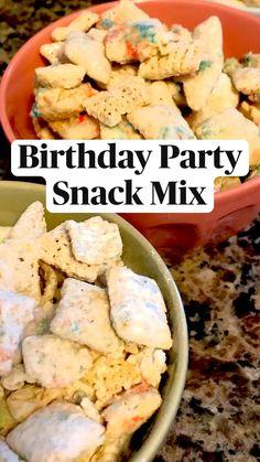 Snack Mix Recipes, Fun Baking Recipes, Cooking Recipes, Yummy Recipes, Cooking Popcorn, Artisan Rolls, Dessert Bars, Dessert Ideas, Birthday Party Snacks