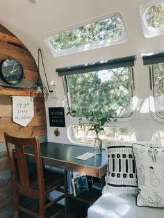 Vintage Airstream Hideaway - Campers/RVs for Rent in Medford, Oregon, United States - Wohnwagen Airstream Bambi, Airstream Basecamp, Airstream Vintage, Airstream Sport, Airstream Trailers For Sale, Caravan Vintage, Airstream Living, Airstream Campers, Airstream Remodel