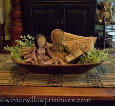 ~ Winter Willow Primitives ~ Under The Willow ~ ~ Primitivas de sauce de invierno ~ Bajo el sauce ~ Primitive Homes, Primitive Kunst, Primitive Antiques, Primitive Crafts, Primitive Christmas, Country Christmas, Primitive Country, Primitive Pillows, Primitive Doll