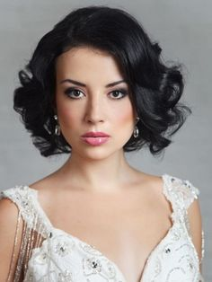 wedding hairstyles with bangs Wedding hairstyles on the basis of a bob haircut How To Curl Short Hair, Short Hair With Bangs, Short Curly Hair, Short Hair Cuts, Thick Hair, Bob Wedding Hairstyles, Bride Hairstyles, Hairstyles With Bangs, Style Hairstyle