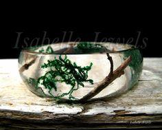 Gioielli artistici unici. Unique jewelry  Gioielli in resina con fiori veri naturali, real natural flower jewelry.  ❀ Bracciale realizzato in resina con inclusione di rametti e muschio. Isabellejewels.com   #braccialetto #bracelet #resin #resina #flower #fiori #gioielli #jewelry #jewellery #jewels #fiori #nature #natura #arts #arte #artistic #art #designer #artist #fashion #look #artwork #design #designer #creative #artigianato #handmade #nice #pretty