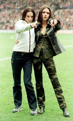 """"""" Melanie C gets Posh to embrace her sporty side as they enjoy a football match at Old Trafford. Victoria - we're loving your painfully coordinated camouflage look. Victoria Beckham Outfits, Victoria Beckham Style, Image Fashion, 90s Fashion, Fashion Trends, Posh And Becks, Melanie C, Victoria And David, Girls Rules"""
