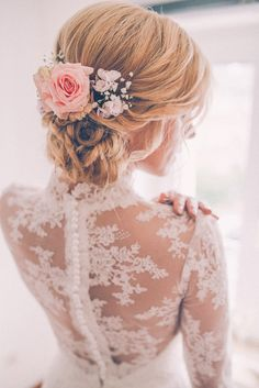<!--Brautkleid, Brautkleid--> <!----Brautkleid, Brautkleid, Brautkleid, Brautkleid// ----> Ein Brautkleidim Vintagestil gemacht aus einem Gewebemit einem edlen verhaltenen Glanz, kostbarer...