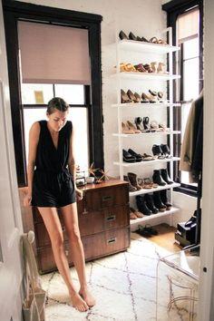 つい油断するとすぐに溜まってしまう洋服。欲しいと思って買ったはずなのに、クローゼットの中で眠り続けているものも多いはず。衣替えのこの時期だからこそ取り組みたい「断捨離のコツ」を学んで、部屋も心もスッキリさせちゃいましょう!