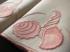 CONCHA SHELL Vtg MARGHAB Madeira Embroidery Linen 2 Hand Towels 14x21 Pink Gray