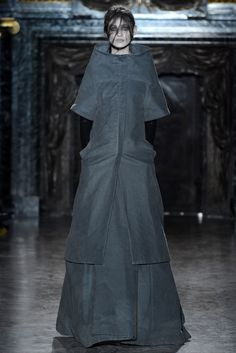 Gareth Pugh Fall 2013 Ready-to-Wear - Collection - Gallery - Style.com