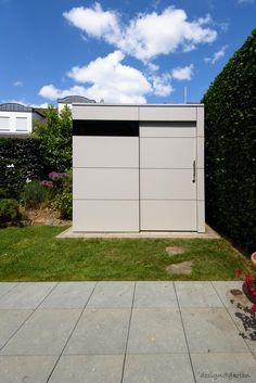 design gartenahaus @gart_zwei mit Schiebetüre - in Hennef, Germany | modern garden shed @gart_zwei by design@garten, with sliding door #Gartenhaus #HPL #Gerätehaus