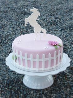Horse cake by Swedish Cakes (Linda) Beautiful Cakes, Amazing Cakes, Fondant Cakes, Cupcake Cakes, Horse Birthday Parties, Horse Birthday Cakes, Horse Cake, Animal Cakes, Gateaux Cake