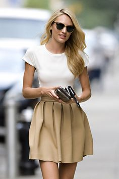 Candice Swanepoel Cute Outfit and Ray Ban's Looks Street Style, Looks Style, Looks Cool, Style Me, Simple Style, Classic Style, Classic Beauty, Beauty And Fashion, Look Fashion