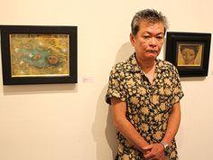 元・フリクションの恒松正敏さん、京橋で個展-新作30点 - 銀座経済新聞   京橋のギャラリー椿(中央区京橋3)GT2で8月30日、恒松正敏さんの個展「不機嫌な一角獣」が始まった。   恒松さんは熊本県出身で1952(昭和27)年生まれ。東京芸術大学油画専攻卒業、同大学院中退後、ギタリストとしてロックバンド「フリクション」に参加。同バンド脱退後も「E.D.P.S(エディプス)」「恒松正敏GROUP」などのバンドやソロで音楽活動を行っている。   1986(昭和61)年の初個展を皮切りに本格的に絵画作品の発表を始め、現在まで個展を中心に活動。「白痴」「スカイハイ」「下弦の月~ラスト・クォーター」「ハゲタカ」などの映画に登場する絵画作品の制作も手掛けるなど、幅広く活動している。   ギャラリー椿は1995年の「『百物語』完結展」以来、最近では約2年ごとに恒松さんの個展を開催。今回は2013~2...