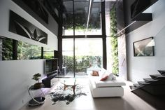 The Forest Lodge ECO House Lounge with green walls in the back; Photo Courtesy of Chris Knierim Grand Designs Australia, Vertical Garden Wall, Study Architecture, Sustainable Design, Design Awards, Building Design, Contemporary Design, Sustainability, House Plans