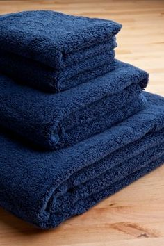 $54.00 4-pc, Navy Blue, Turkish Towel Set, Plushest Spa Towels Ever! 700 Gram Weight.  From ThirstyTM Towels   Get it here: http://astore.amazon.com/ffiilliipp-20/detail/B0077F3KEY/191-1934399-9325505