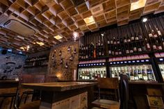 les-plus-beaux-restaurants-monde-wine-relailing-ceiling-bar-vin