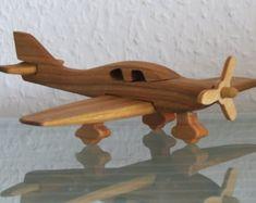 Raboter du bois sur les aéronefs Lancair fait main
