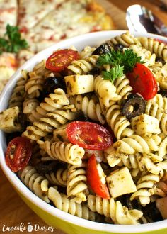 Pizza Pasta Salad brings the flavors of pesto topped pizza topped with veggies and cheese. This pasta salad is the perfect side dish for pizza night! Pizza Pasta Salads, Chicken Salad Recipes, Pasta Dishes, Pasta Recipes, Cooking Recipes, Healthy Recipes, Healthy Pizza, Pesto Pasta, Healthy Chicken