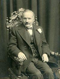 Cornelis Jacob Langenhoven (13/8/1873-15/7/1932) was 'n Suid-Afrikaanse skrywer, redakteur en politikus.  Hy het as skrywersname C.J. Langenhoven en Sagmoedige Neelsie gebruik.  Sy rol in die Afrikaanse literatuur en kultuurgeskiedenis was formidabel. Hy word beskou as die man wat die Afrikaners leer lees het. C.J. Langenhoven is mees bekend vir Die Stem van Suid-Afrika wat hy in 1918 geskryf het.