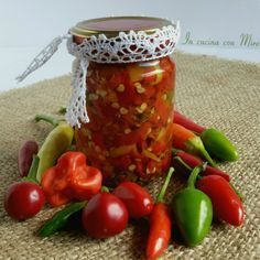 Peperoncini Conservati in Olio - In Cucina con Mire Raw Vegan Recipes, Indian Food Recipes, Italian Recipes, Cooking Recipes, Ethnic Recipes, Salsa, Pesto Dip, Stuffed Hot Peppers, Antipasto