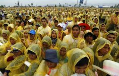 Eucharistic Mass celebrated by Pope Francis on January 17 in Tacloban, Philippines for the thousands of typhoon Yolanda (Haiyan). Philippines Cities, Leyte, Religion And Politics, Pope Francis, Rain Drops, Natural Disasters, Catholic, Hold On, Faith