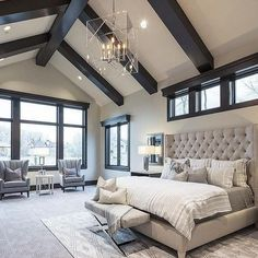 Потрясающая светлая спальня на мансарде