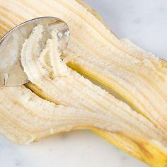 De reden waarom je NOOIT je bananenschil moet weggooien? Ik heb +7 tips op een rijtje gezet. Dit is ZO handig! Christine Ferber, Snack Recipes, Snacks, Health And Wellbeing, Natural Medicine, Natural Health, Body Care, Health And Beauty, Healthy Lifestyle