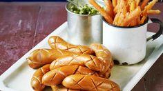 VAPPU VINKKI: Käpynakit ja porkkanatikut Porkkanatikut paistuvat ihanan makeiksi uunissa. Hauskat käpynakit valmistuvat helposti yhtäaikaa uunissa porkkanoiden kanssa. https://www.k-ruoka.fi/reseptit/kapynakit-ja-porkkanatikut