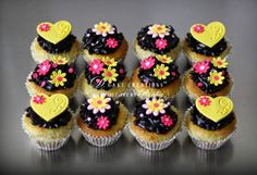 Cupcakes with chocolate and sugar toppers