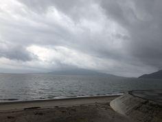 おはようございます(^-^) 今日の桜島です。 天気は雨。 全国的に雨がかなり降ってるみたいですね。 地盤も緩んでいるのでくれぐれも注意が必要ですね。 今日も一日、元気に頑張っていきましょう!!!