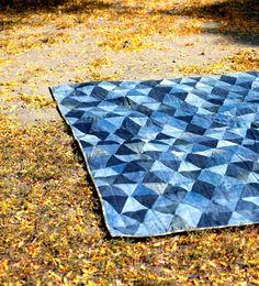 Tagesbettdecke oder Picknickdecke aus alten Jeans nähen