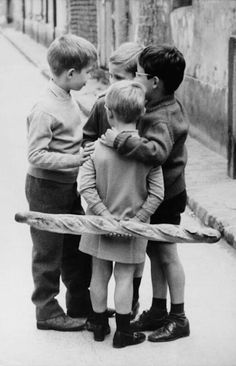 Meeting around a baguette in France (1950) • photo: R. Prunin on French by Design