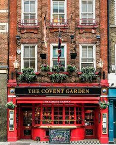 The Covent Garden pub in London's Covent Garden London Tours, London Travel, Big Ben, British Pub, Belle Villa, London Places, Photos Voyages, Old London, London Food