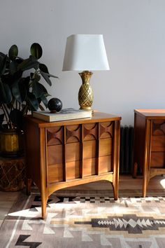 Two Kent Coffey Perspecta nightstands just came in! Three drawers open smoothly, both in excellent condition. Sold as a pair. Mcm Furniture, Dream Furniture, Vintage Furniture, Furniture Design, Danish Modern, Mid-century Modern, Eclectic Design, Interior Design, Mid Century Bedroom