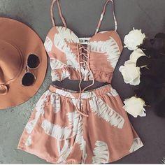 #mulpix • INSPIRAÇÃO • Conjunto cropped e shorts 🌸  #tendência  #look  #inspiracao  #moda  #fashion  #verao  #conjunto  #cropped  #shorts