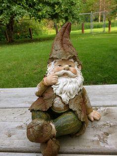 Garden Gnome Sitting – johnnyappleseedhomeandyard